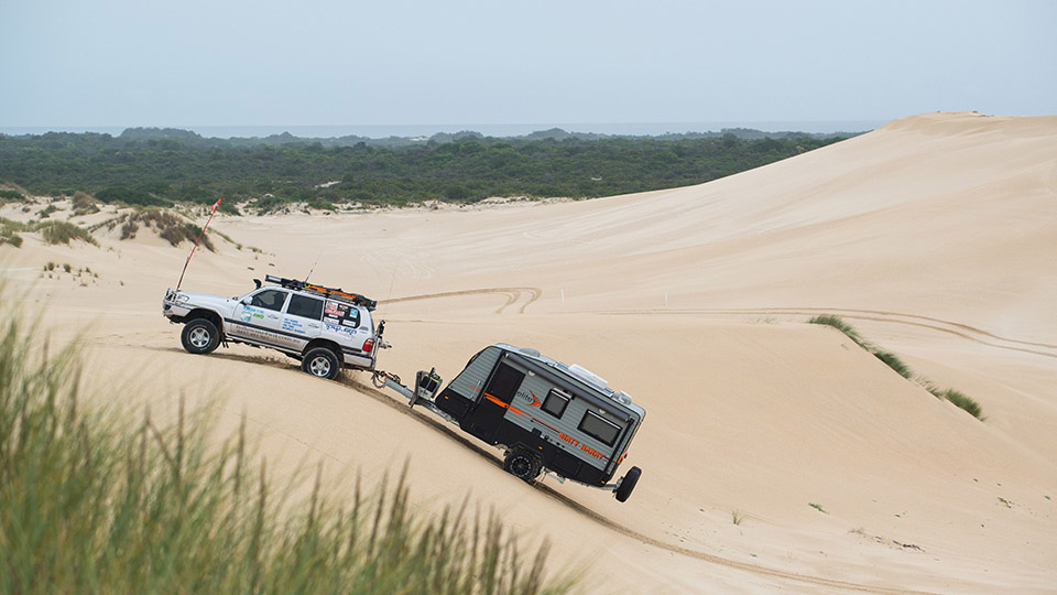 Elite in the dunes